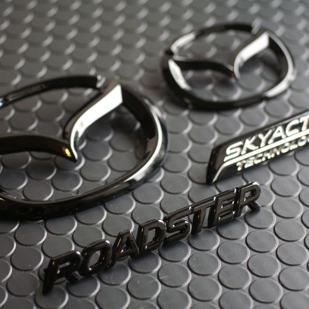 REV9 ND Gloss Black Badges